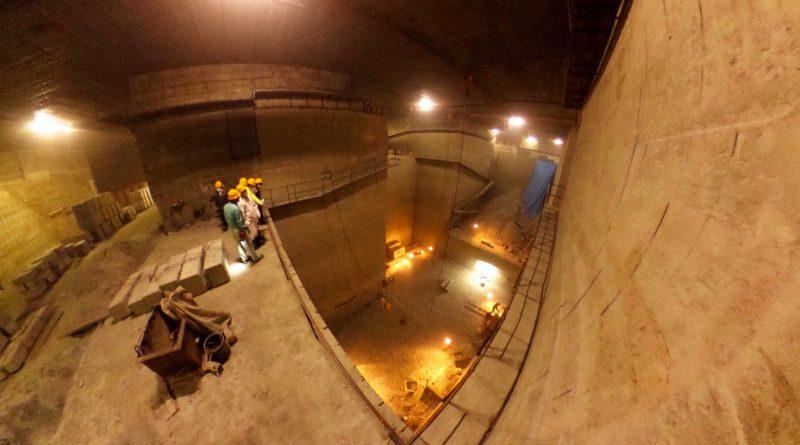 十和田石採掘場内部-3